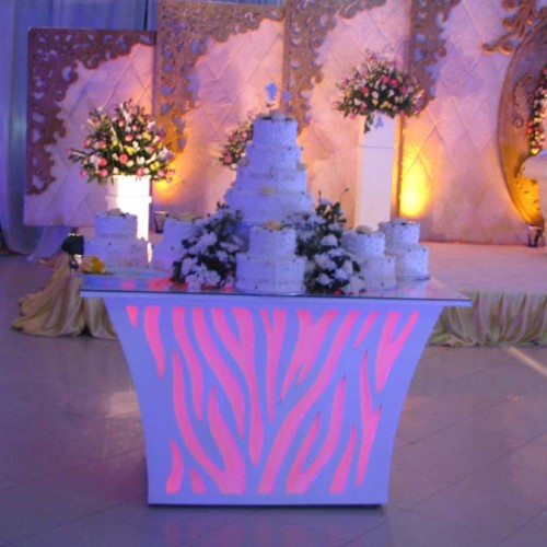 Indoors cake table decor
